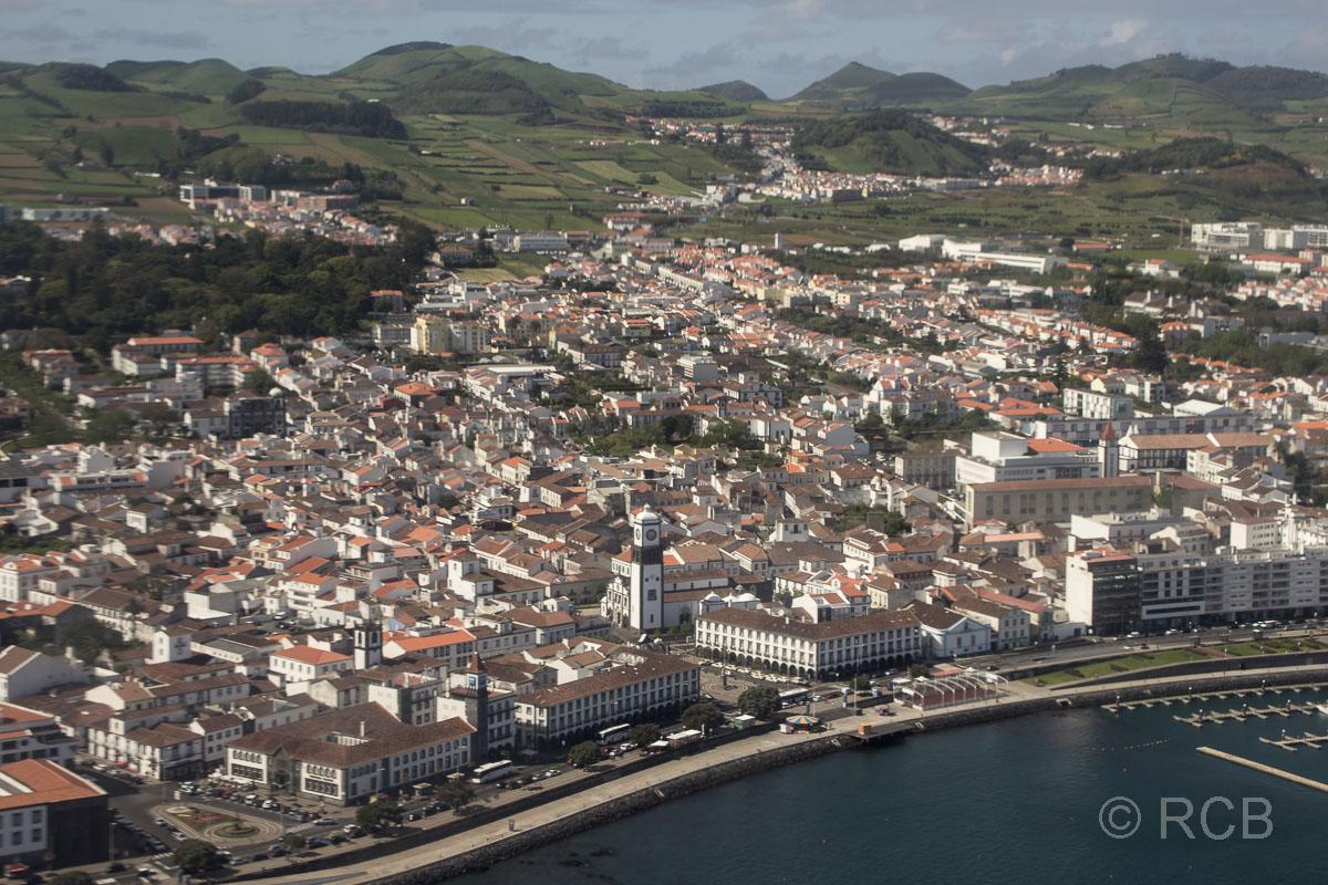 Landeanflug über Ponta Delgada
