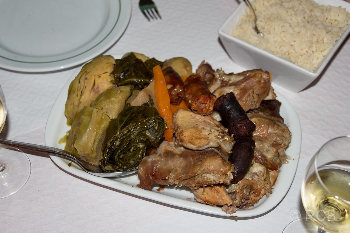 Cozido zum Abendessen in einem Lokal in Furnas