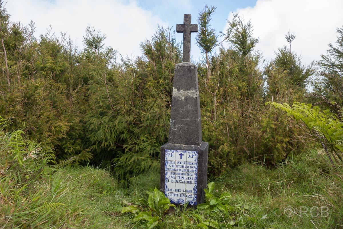 Denkmal für einen Flugzeugabsturz der Air France am Pico da Vara im Jahre 1949