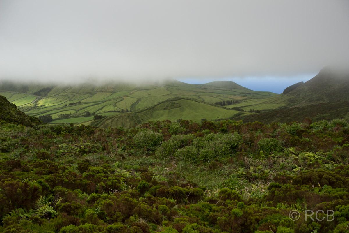 Südküste von Flores unter Wolken