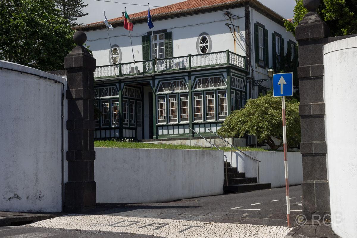 Horta, Haus mit bunten Glasscheiben in der Colonia Aleman