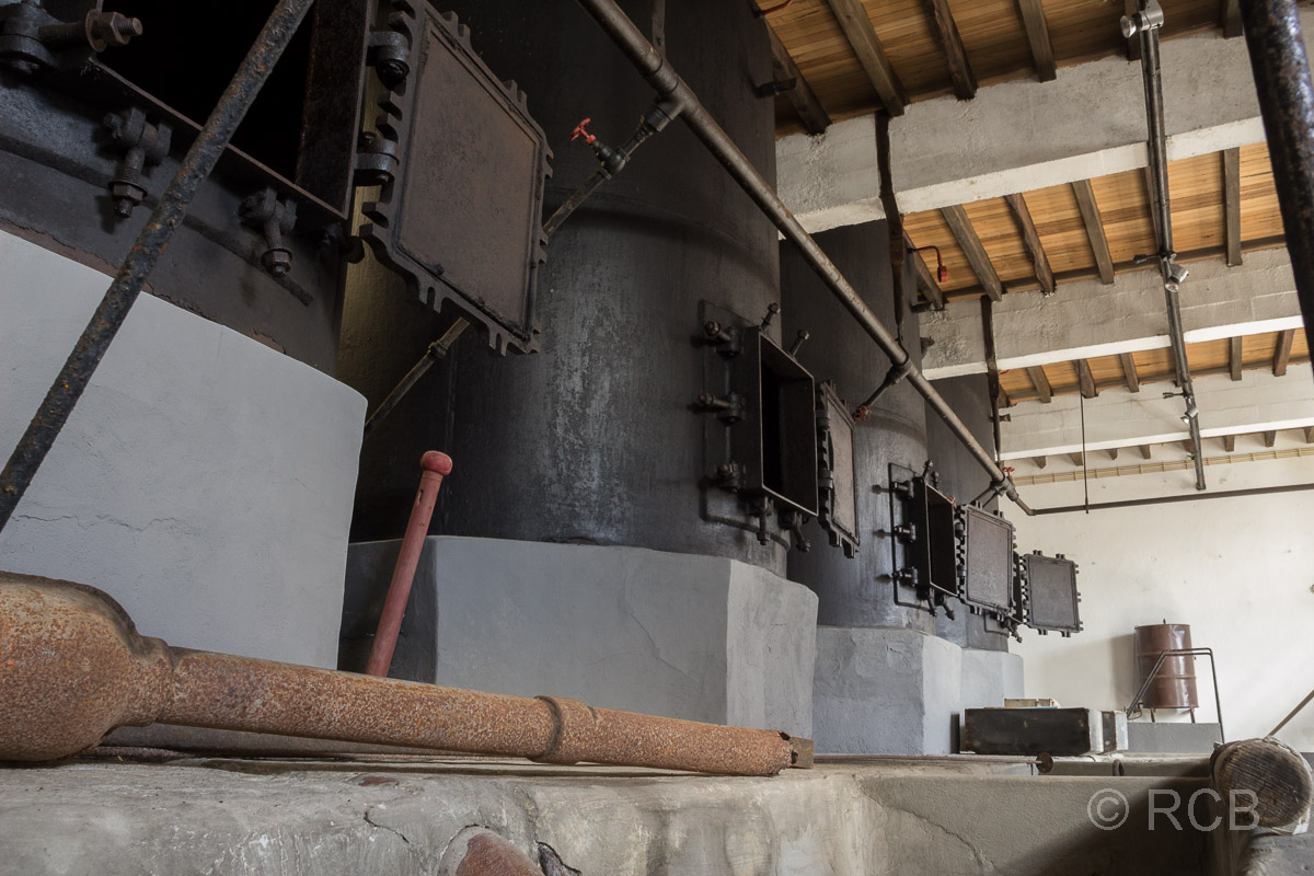 Horta, Kessel im Museum in der alten Walfabrik