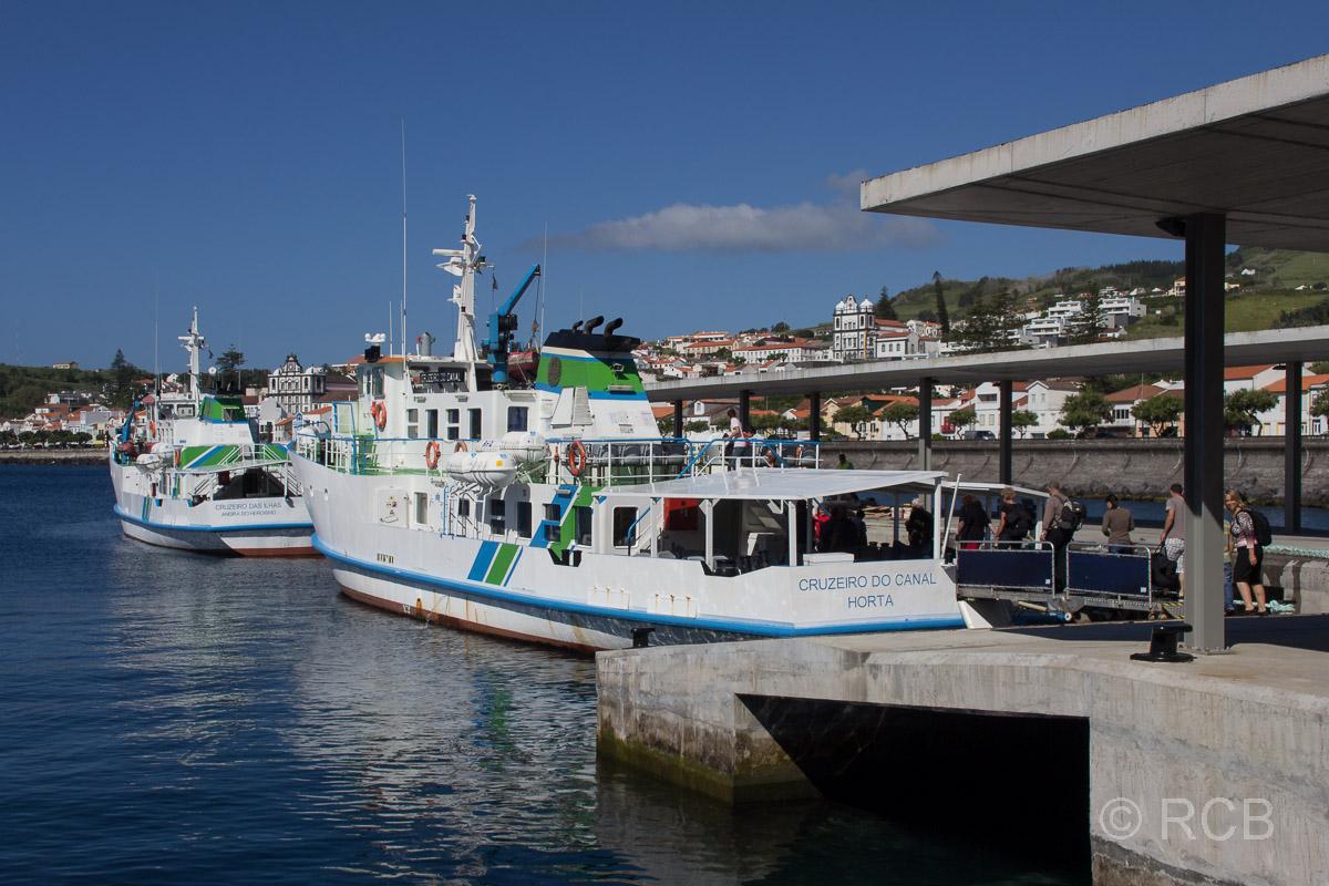 Fähre nach Pico im Hafen von Horta