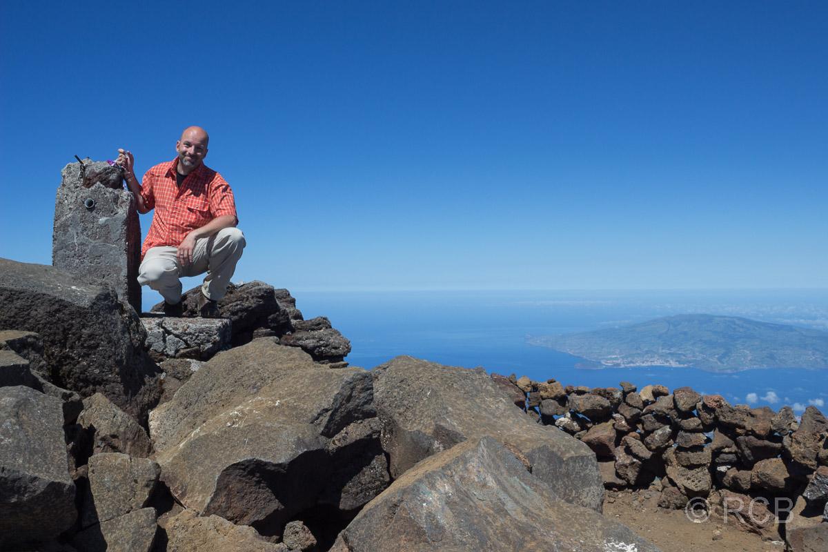 Mann am Gipfel des Pico