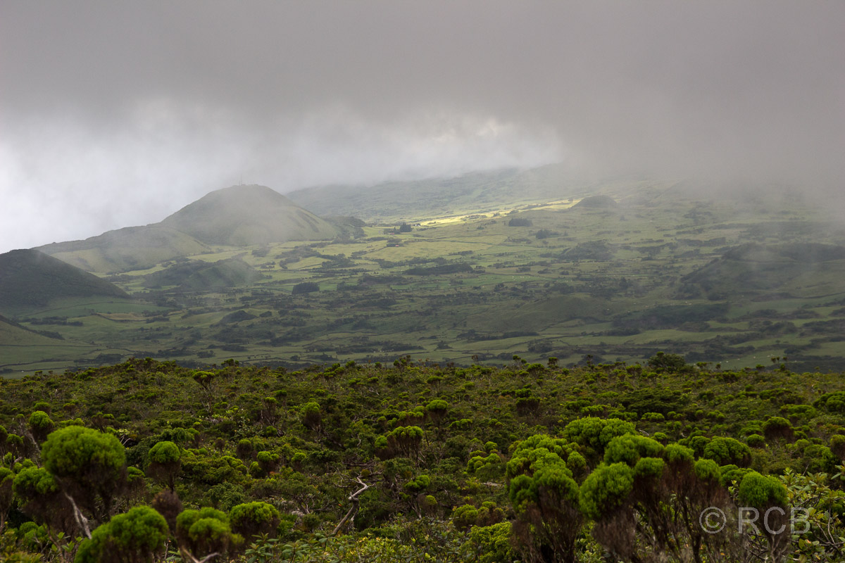 Blick zur Südküste von Pico unter Wolken