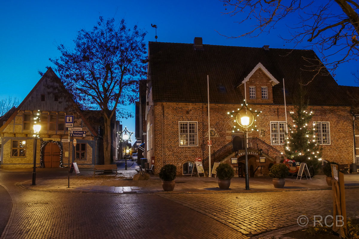 Rathaus, Otterndorf bei Nacht