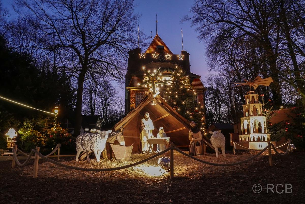 Cuxhaven, Krippe auf dem Weihnachtsmarkt bei Schloss Ritzebüttel
