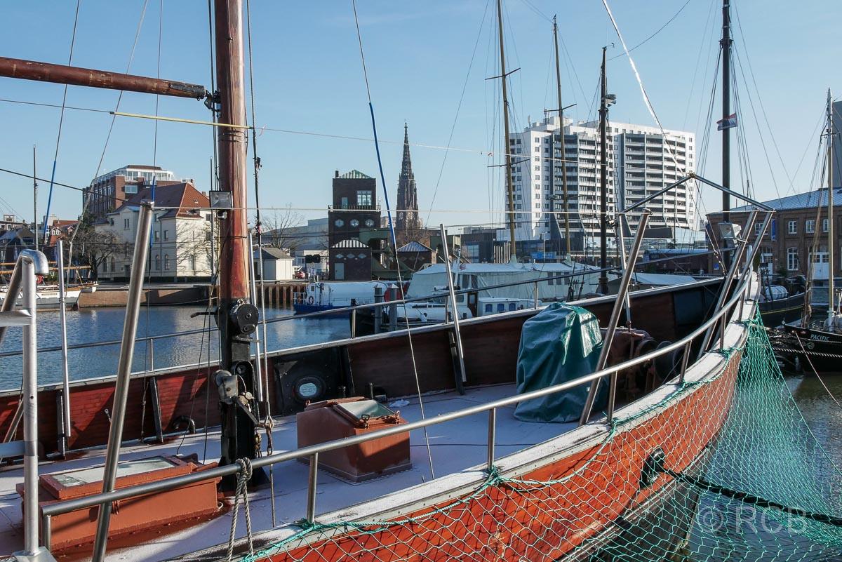 Hafenbecken in Bremerhaven