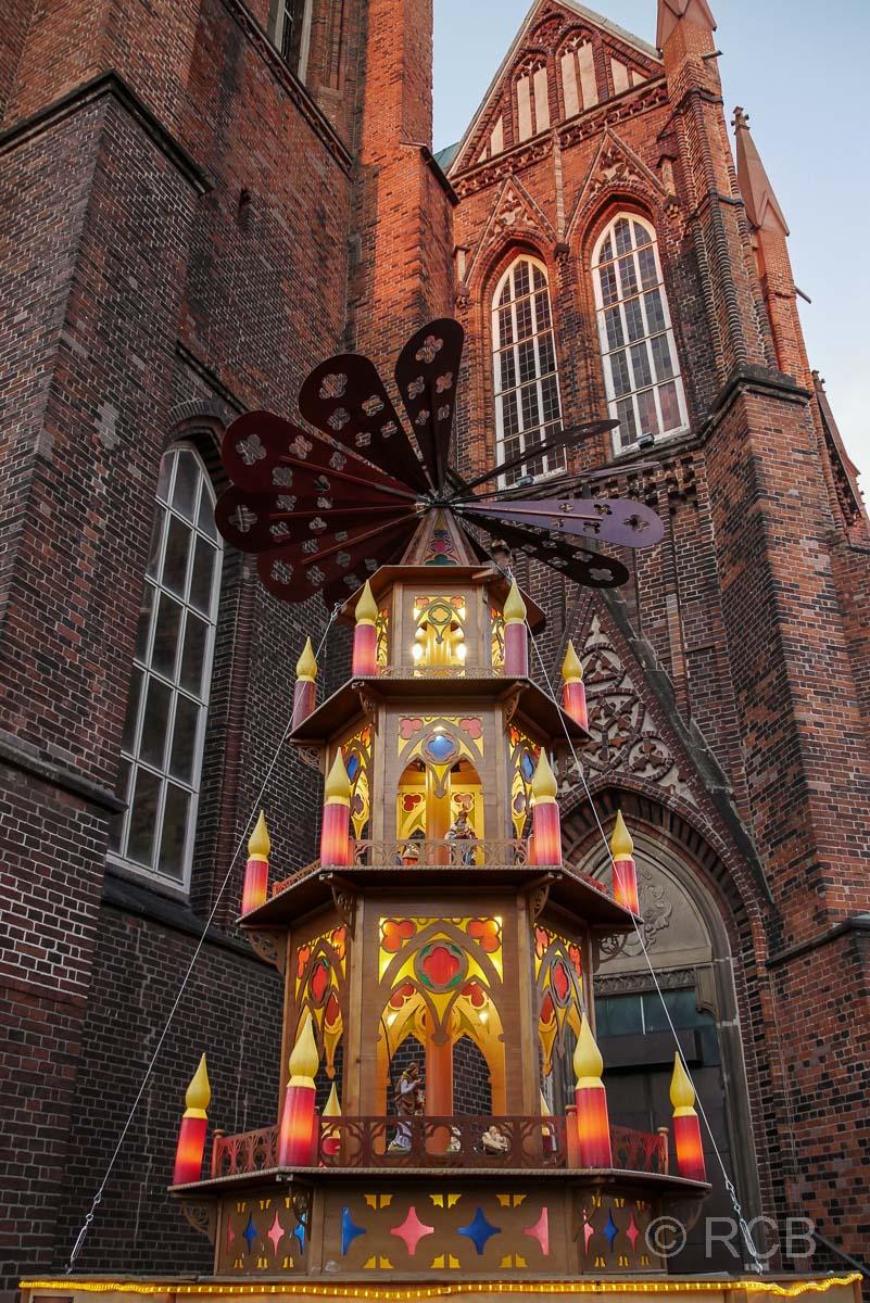 Weihnachspyramide vor der Bgm.-Smidt-Gedächtniskirche, Bremerhaven
