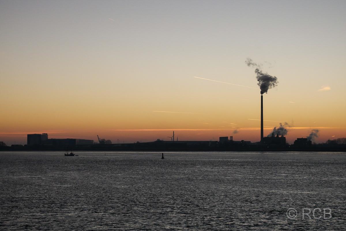 Sonnenuntergang an der Weser bei Bremerhaven