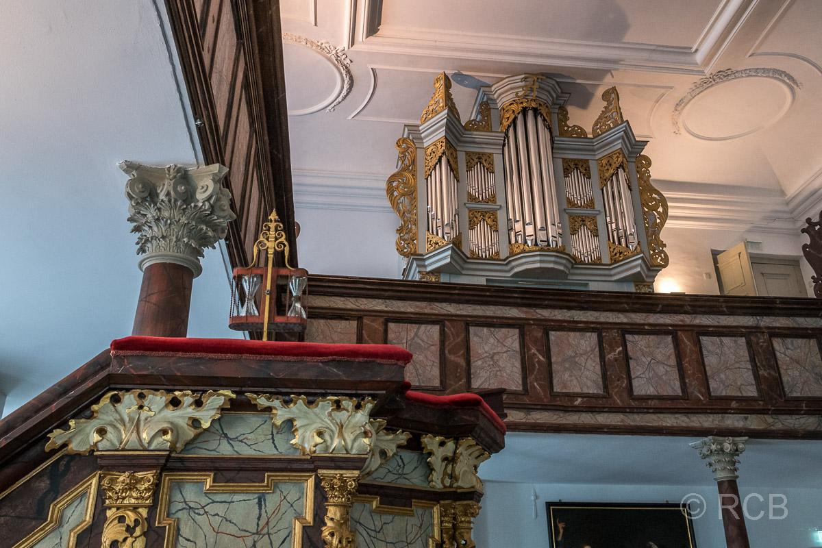 Eutin, Schlosskirche mit Orgel und Kanzel