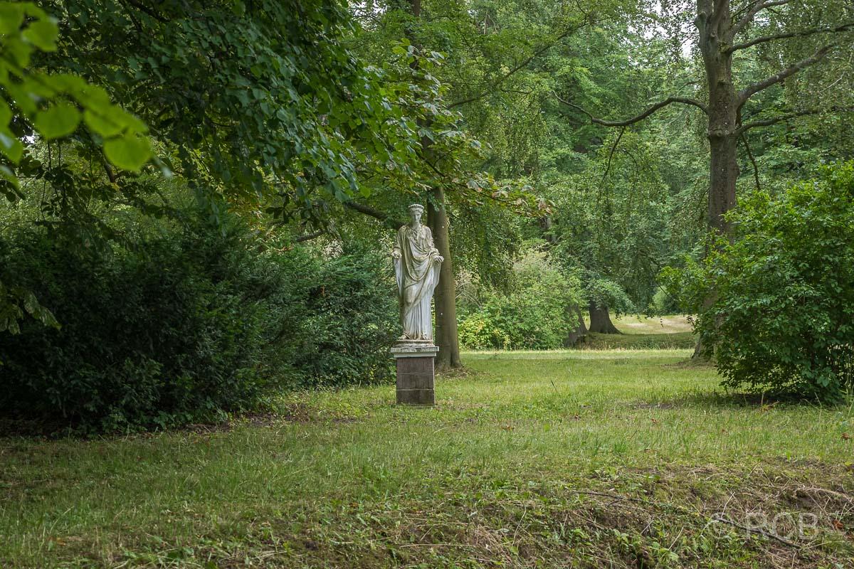 Eutin, Schlossgarten, Florastatue