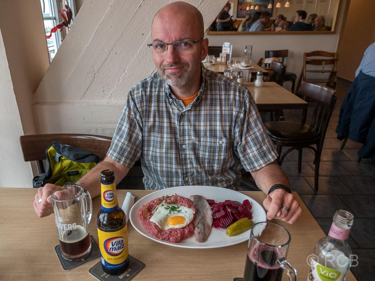 Neustadt in Holstein, Mann isst Labskaus