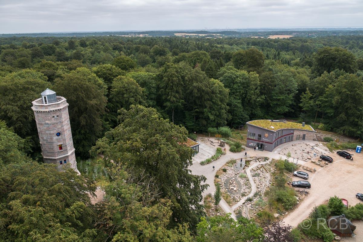Blick vom Fernmeldeturm auf das Erlebniszentrum Bungsberg