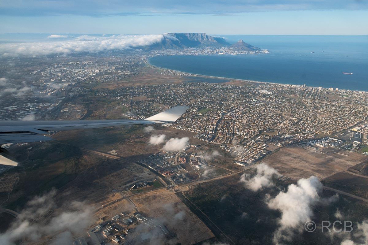 Blick aus dem Flugzeug beim Anflug auf Kapstadt