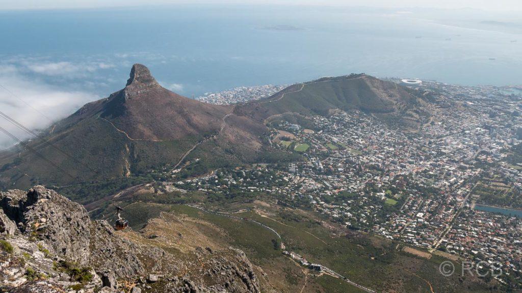 Blick vom Tafelberg auf Lion's Head, Signal Hill und Kapstadt