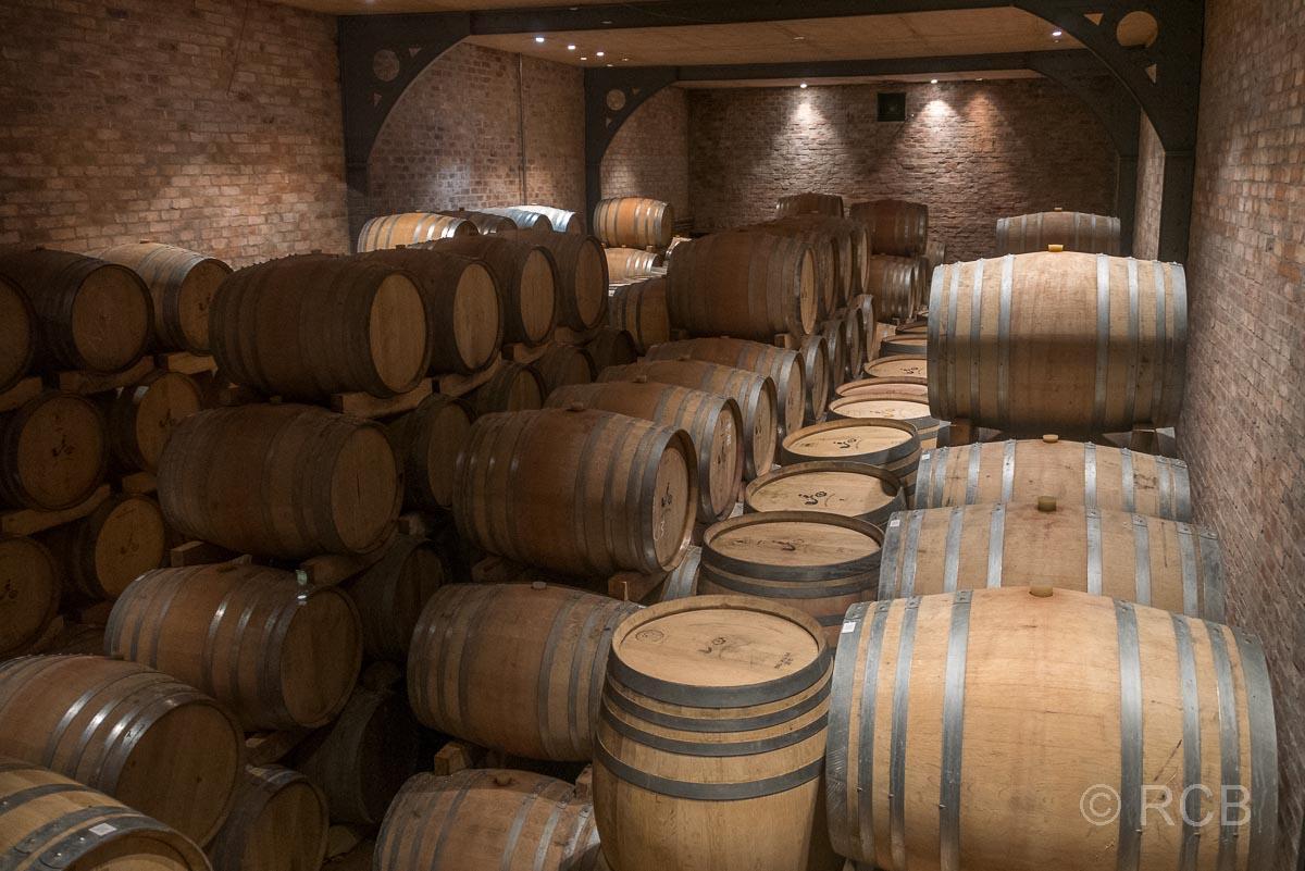"""Weingut """"Babylonstoren"""", Weinfässer im Lager"""