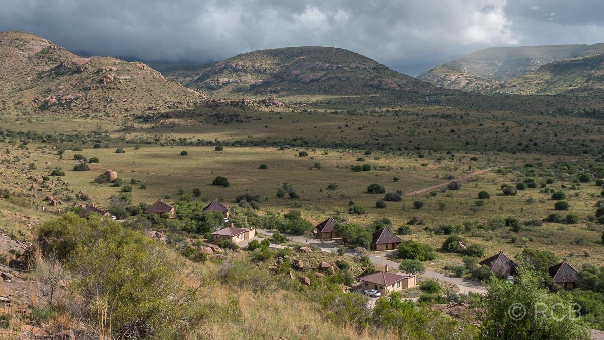 Blick von oben auf die Cottages im Mountain Zebra National Park