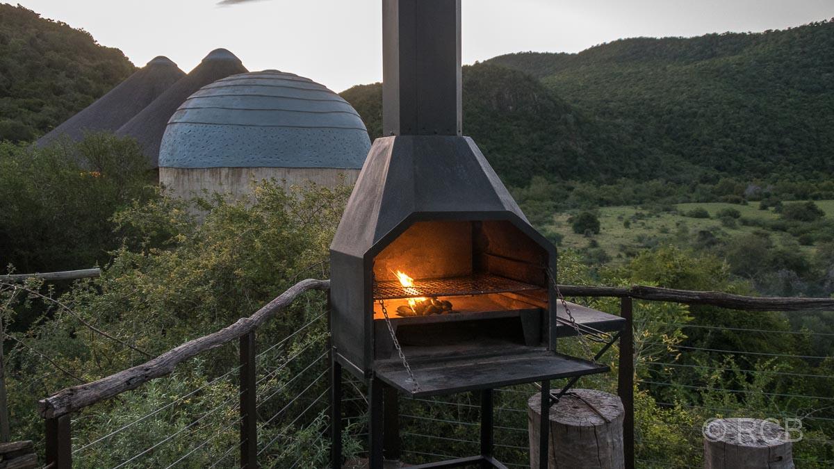 Grill auf der Terrasse einer Lodge im Addo Elephant National Park