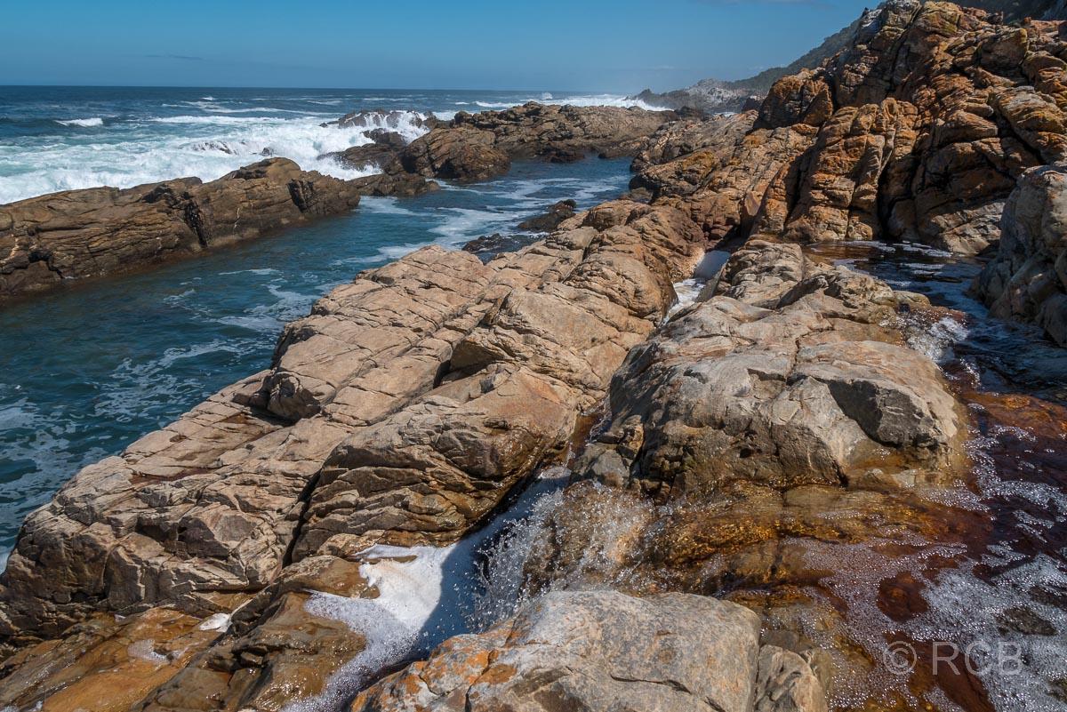 Meerwasserbecken an der Küste auf dem Waterfall Trail, Tsitsikamma Section des Garden Route National Park