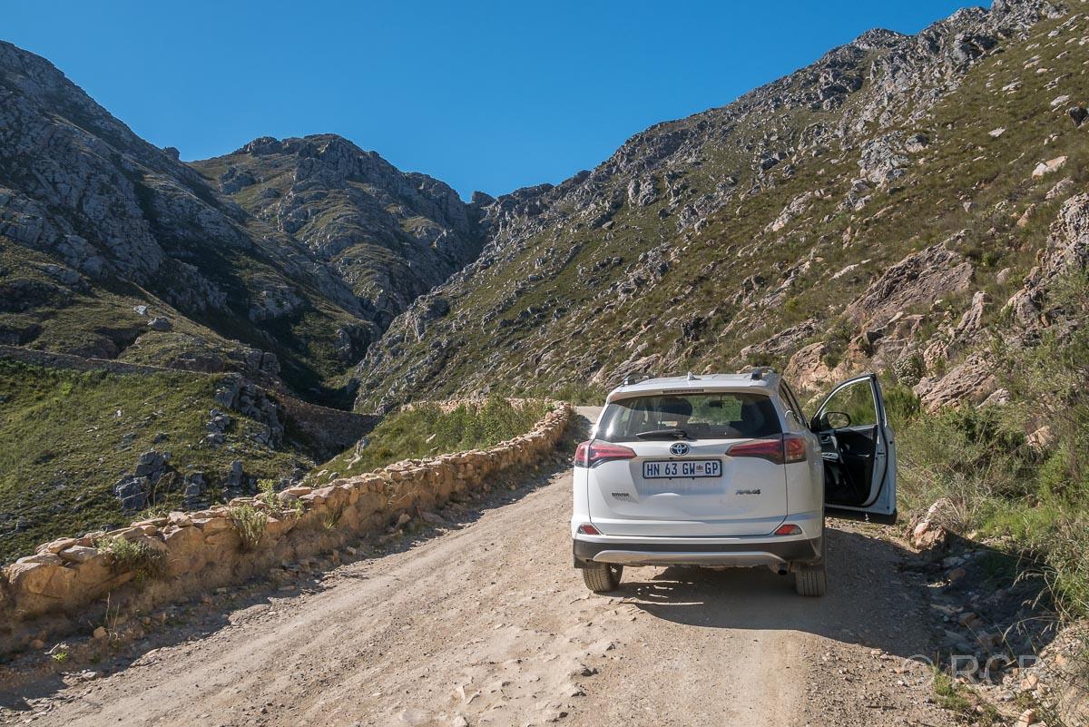 Auto hält auf dem Swartberg Pass