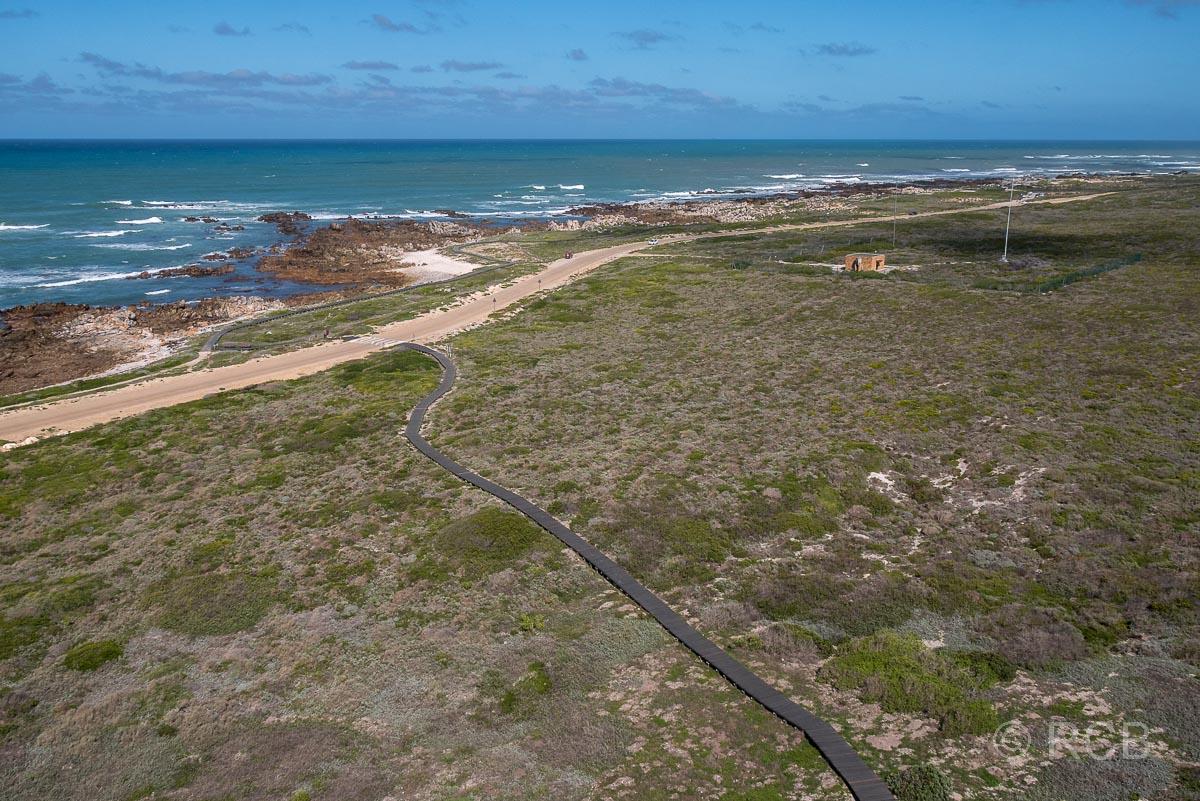 Blick vom Leuchtturm am Cape Agulhas auf die Küste
