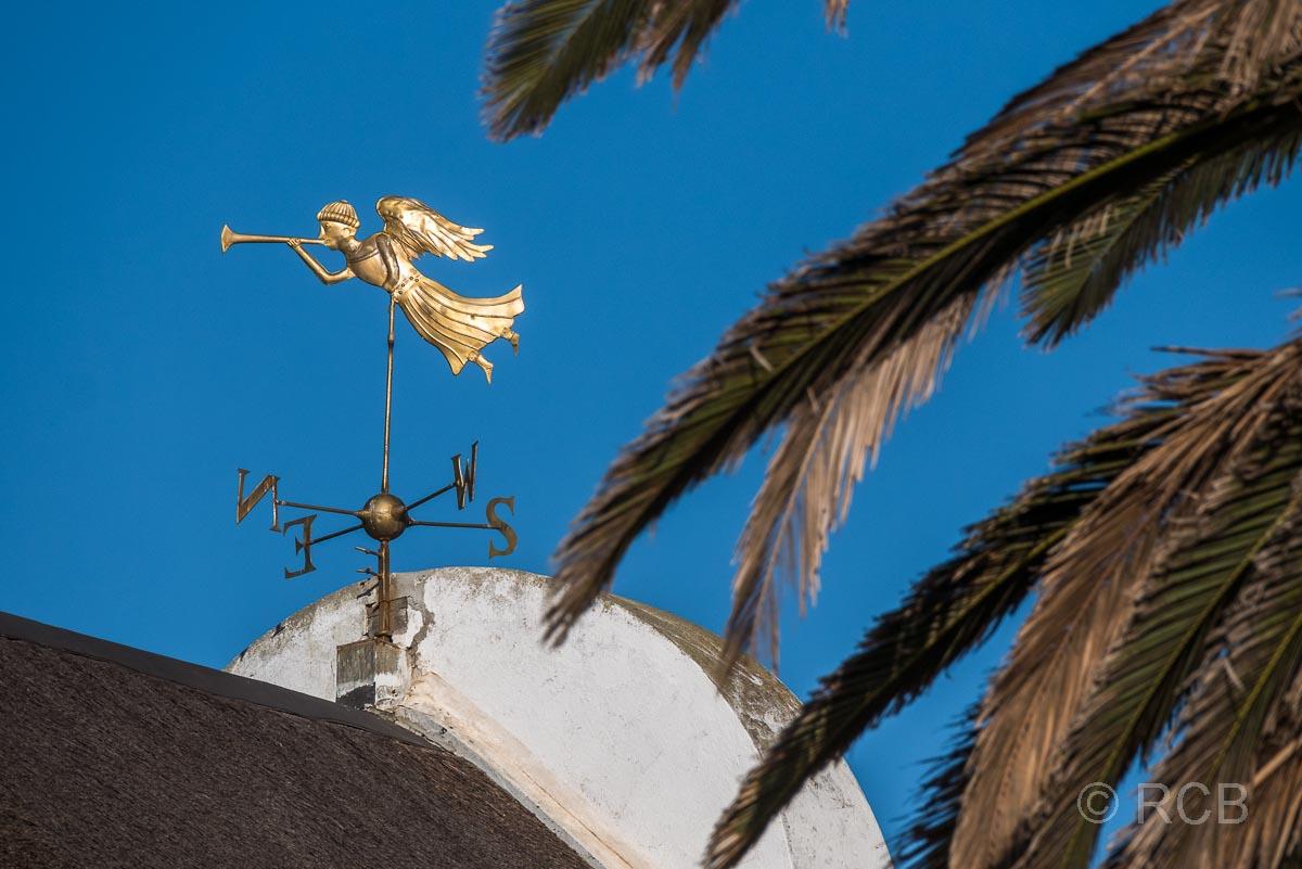 Elim, Kirche, goldener Engel auf dem Dach