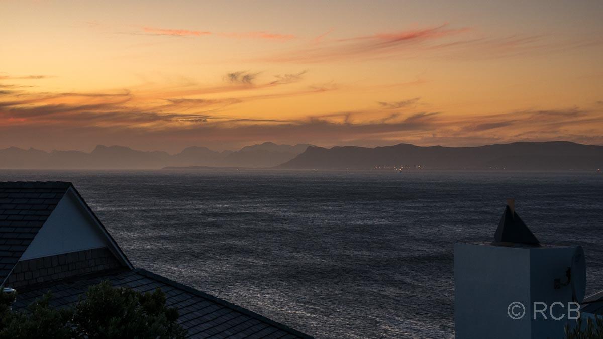 Sonnenuntergang über dem Meer bei De Kelders