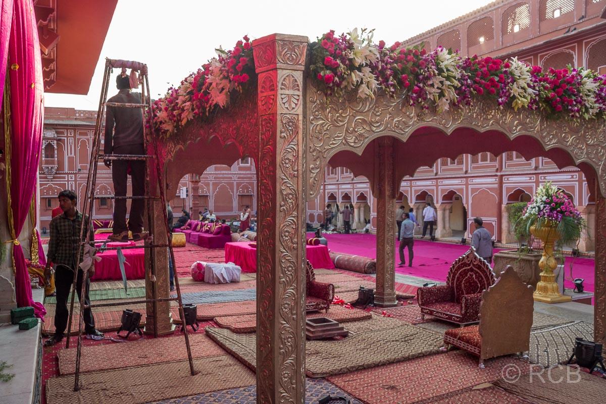 Jaipur, Stadtpalast, Vorbereitungen für eine große Hochzeitsfeier am Abend
