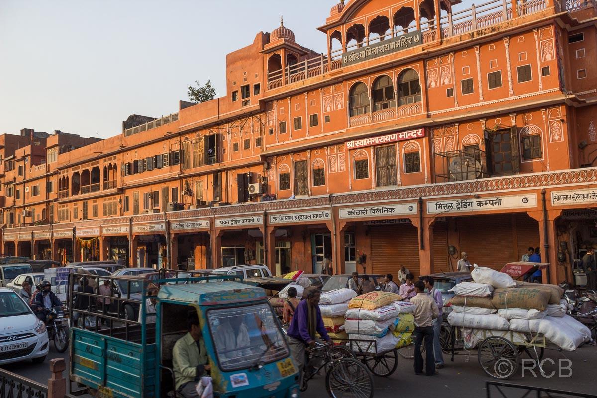 rote Häuser in der Altstadt von Jaipur