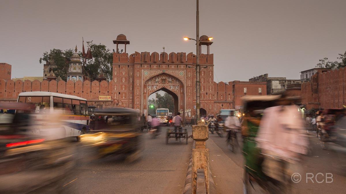 Jaipur, Altstadt, Stadttor am Abend