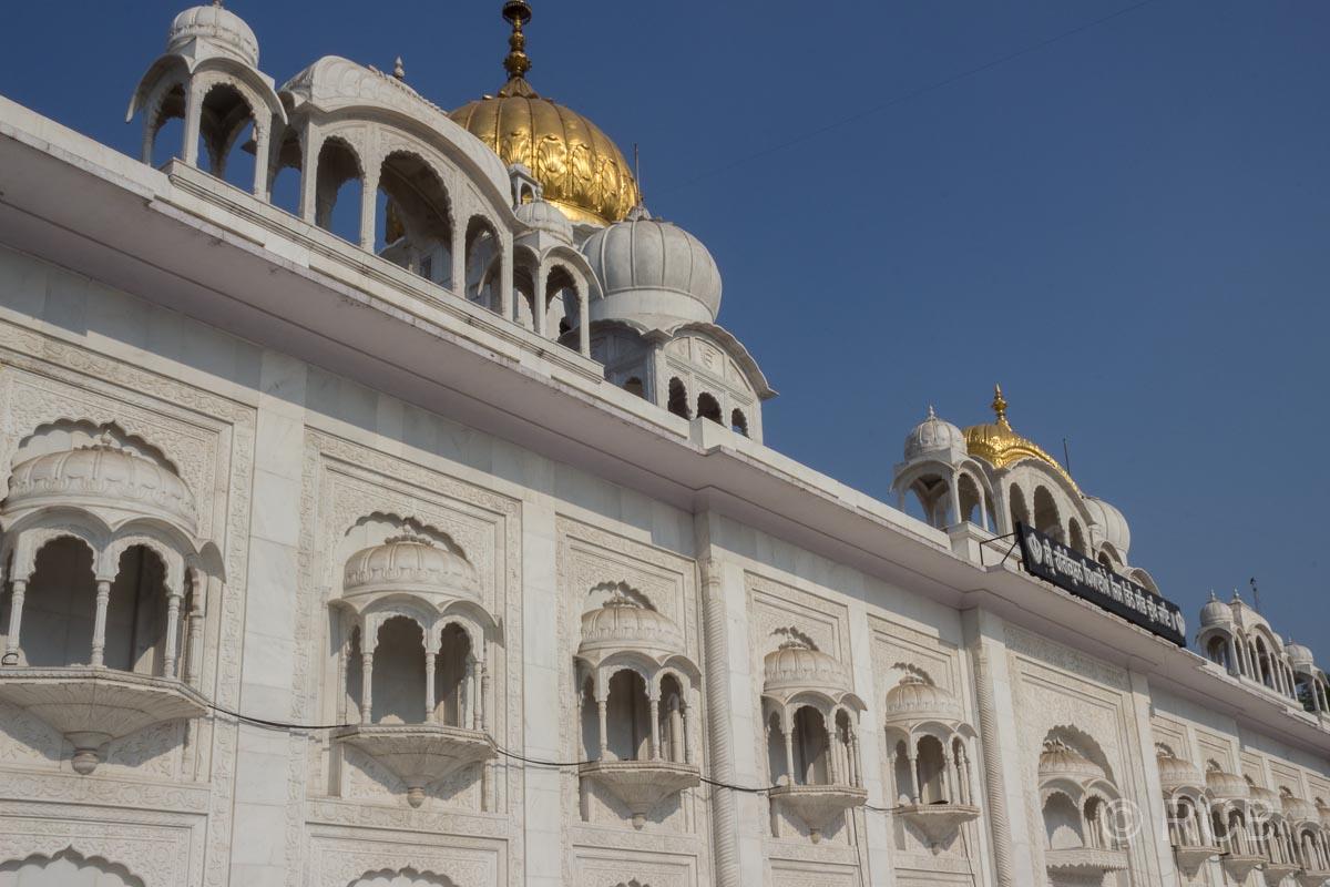 Fassade des Sikh-Tempel Bangla Sahib Gurudwara, Delhi
