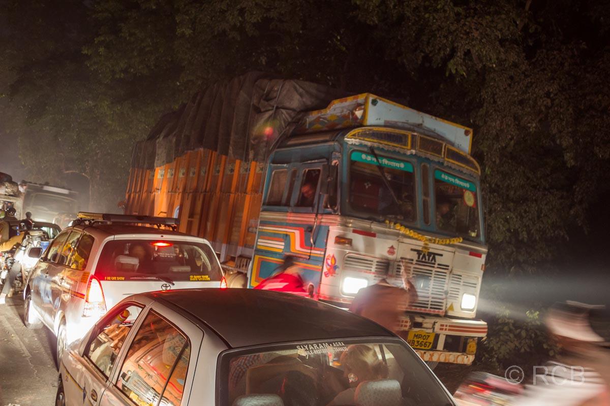 Stau bei der Ankunft in Agra