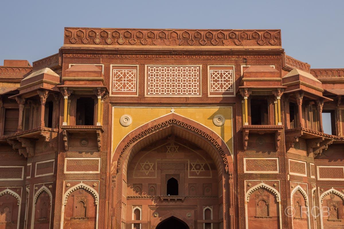 Agra, Rotes Fort, Torbogen am Palast von Jahangir