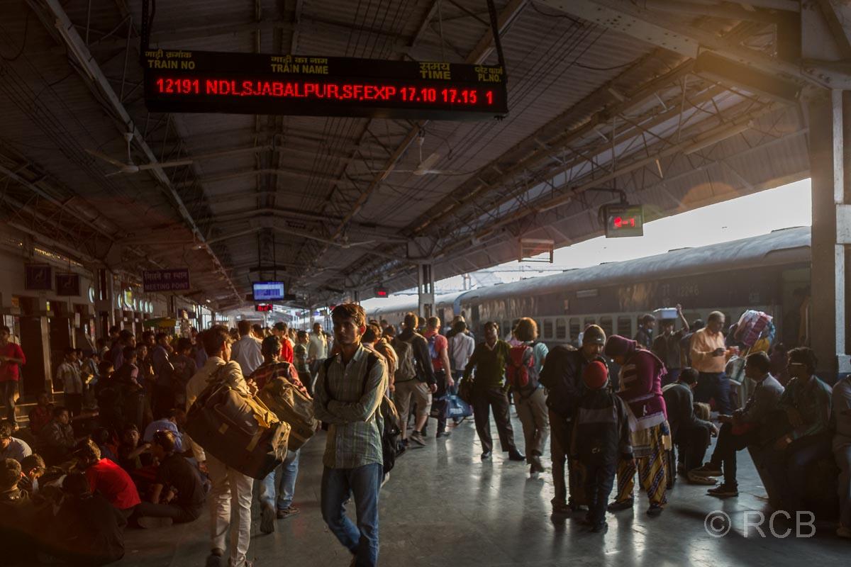 Agra, Bahnsteig im Bahnhof Cantonment