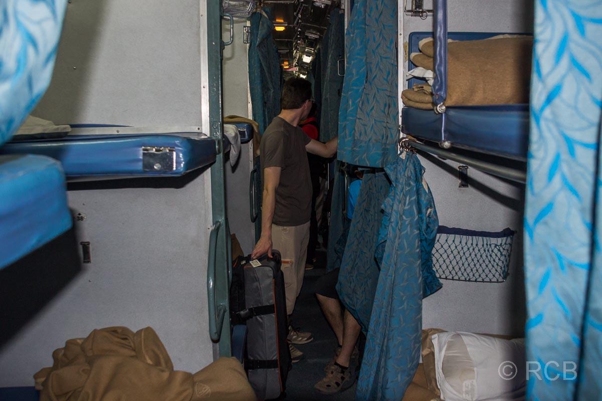 Liegen im Nachtzug nach Jabalpur, 2. Klasse A/C