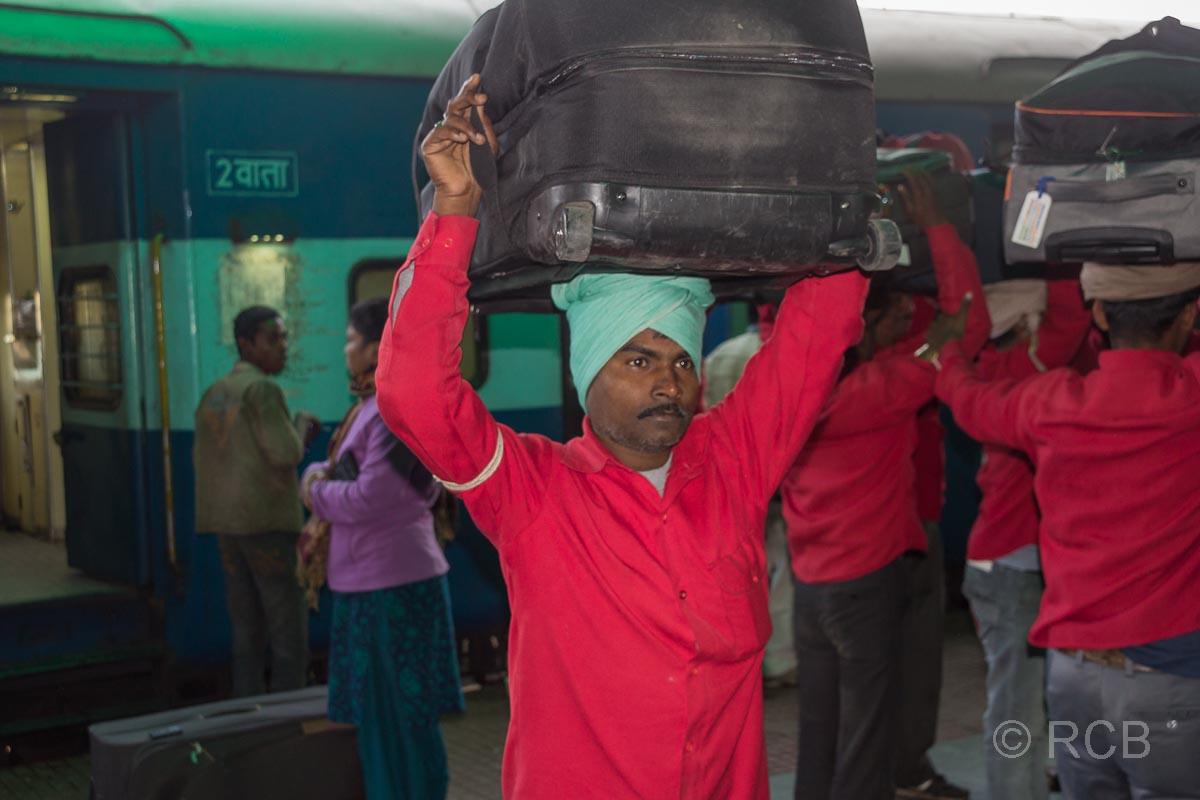 Träger im Bahnhof Jabalpur