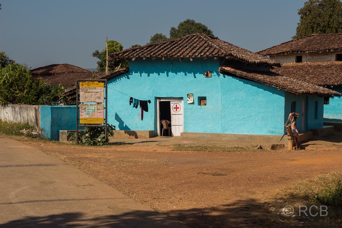 Rotkreuz-Station in einem Dorf in der Nähe des Kanha National Park