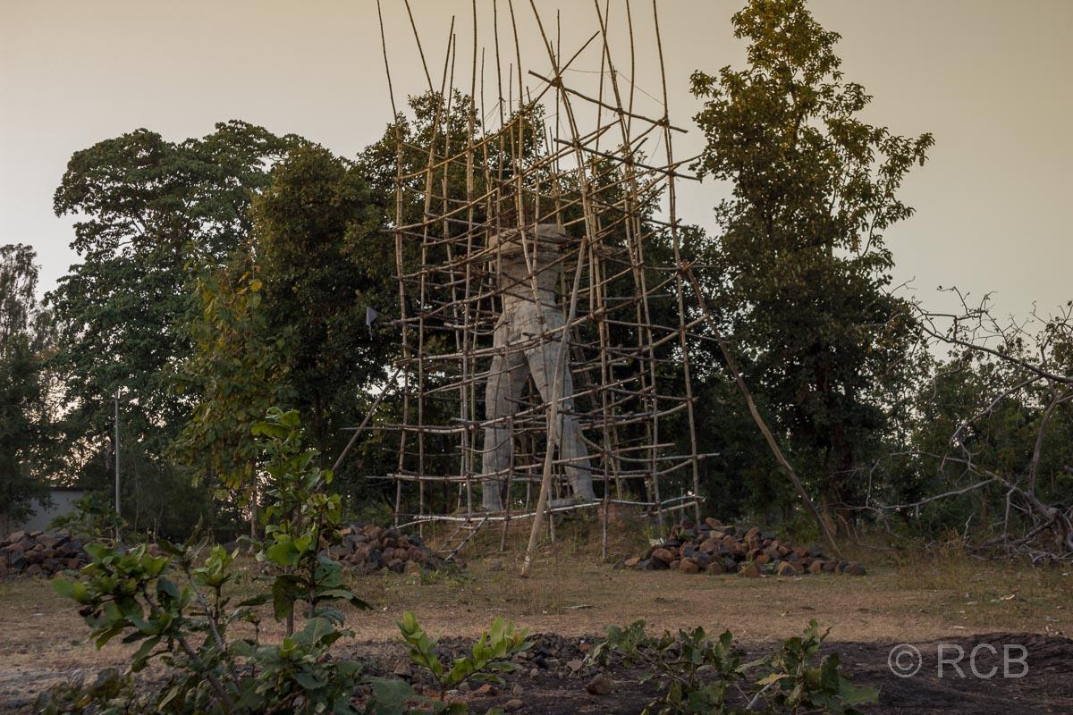 ein Götterstandbild entsteht in der Nähe des Bandhavgarh National Park