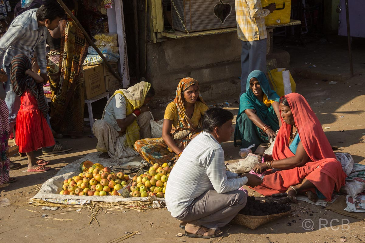 Verkäuferinnen am Straßenrand in Madya Pradesh