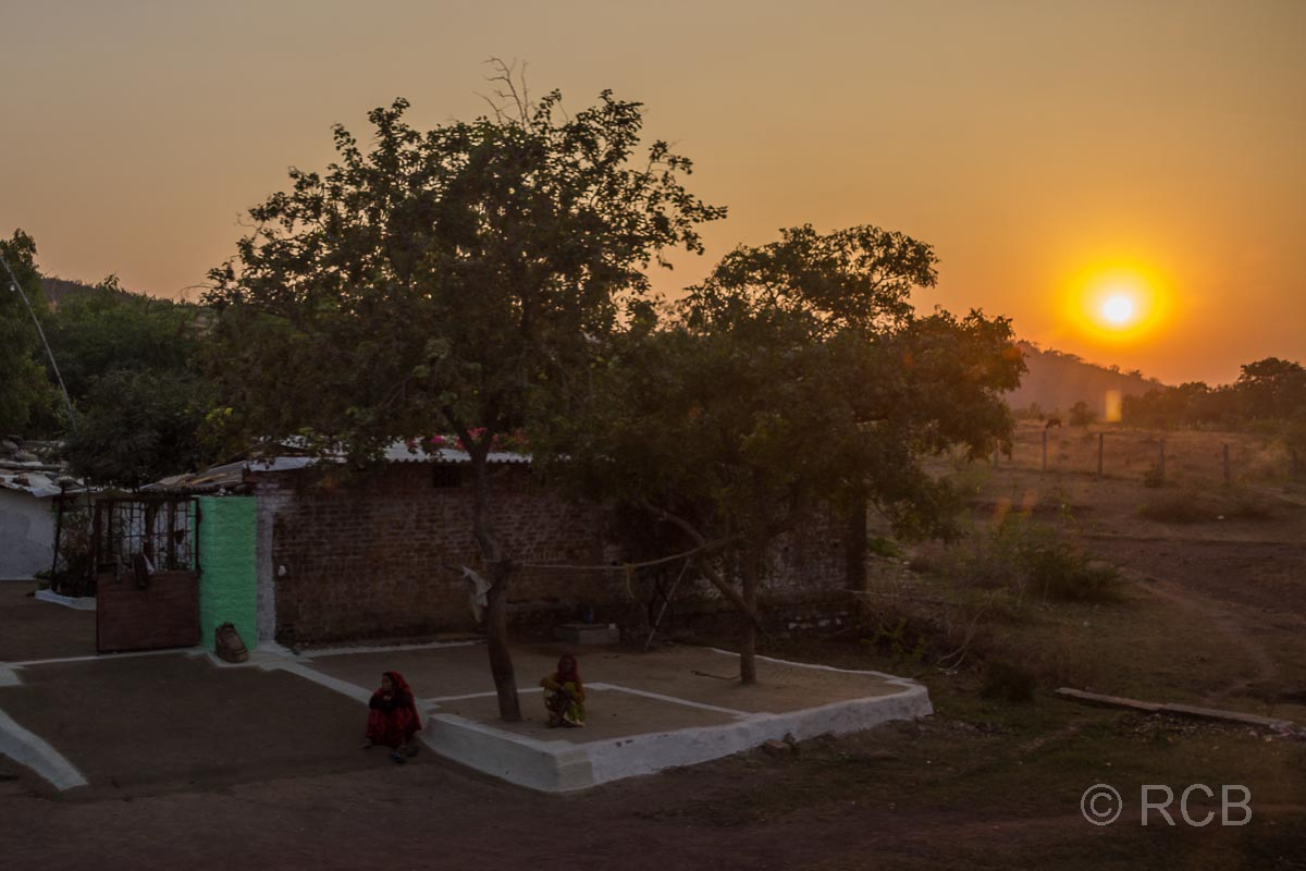 Fahrt durch Madya Pradesh, Sonnenuntergang