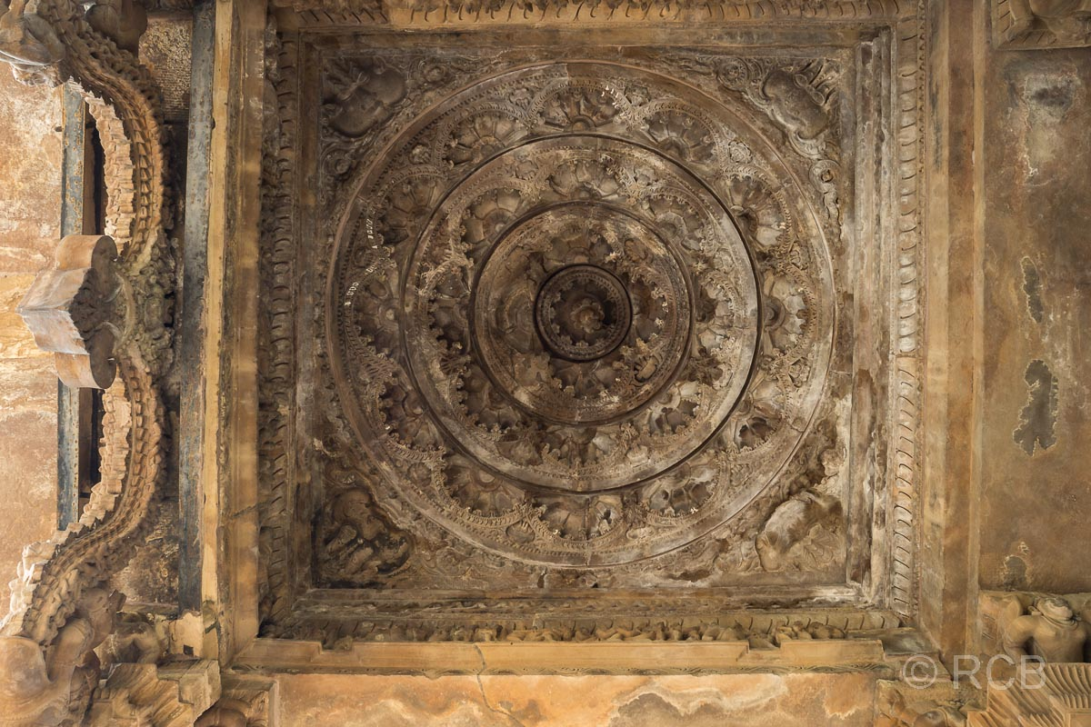 Khajuraho, Lakshmana-Tempel, Kuppel im Eingangsbereich