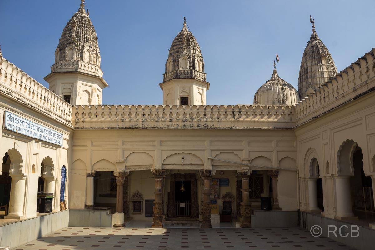 Khajuraho, Jain-Tempel, Innenhof