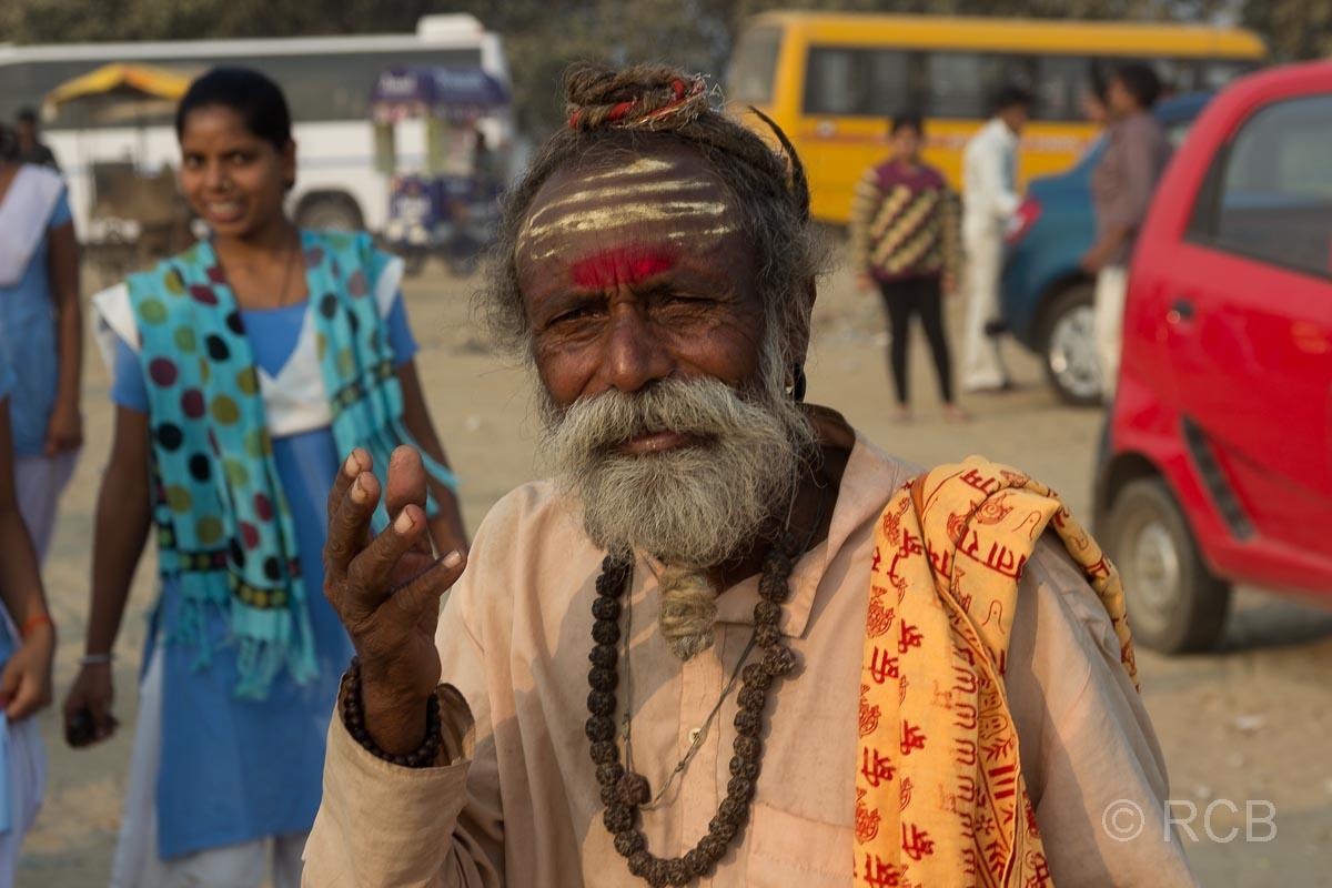 Allahabad, unechter Sadhu am Sangam, dem Zusammenfluss von Ganges und Yamuna