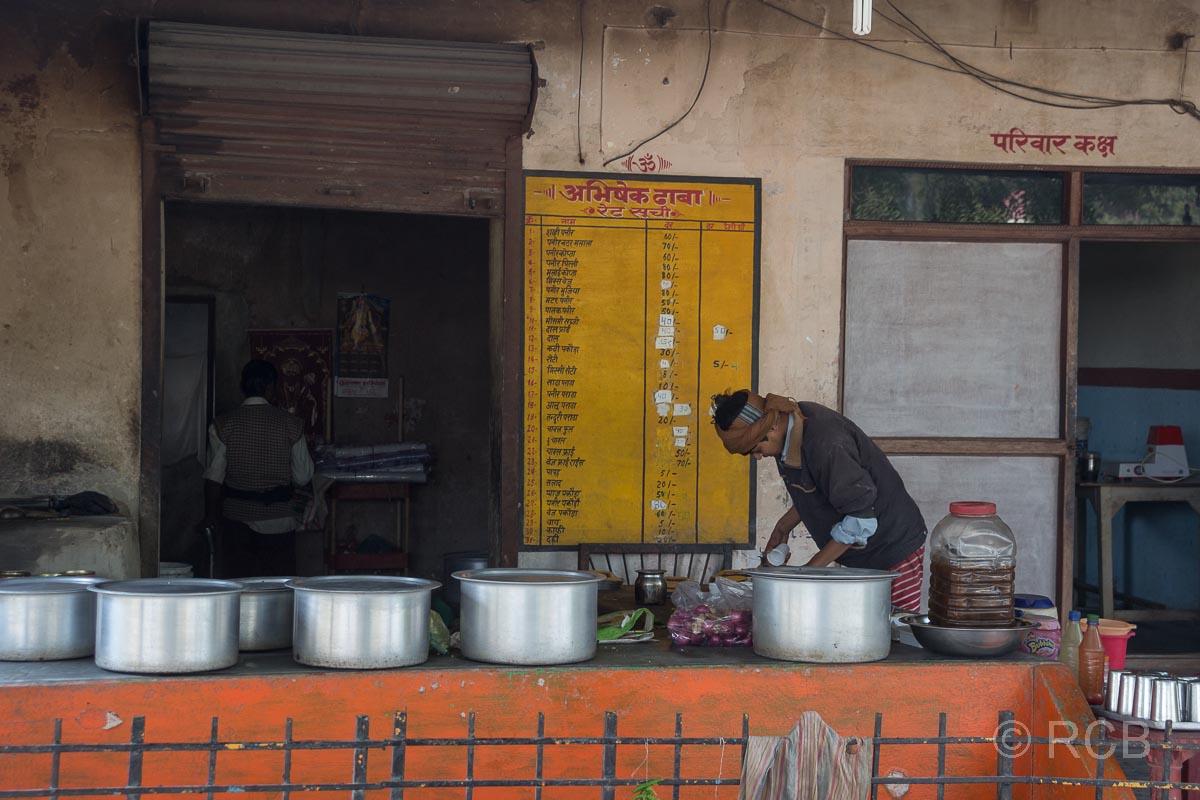 Garküche am Straßenrand auf der Fahrt durch Uttar Pradesh