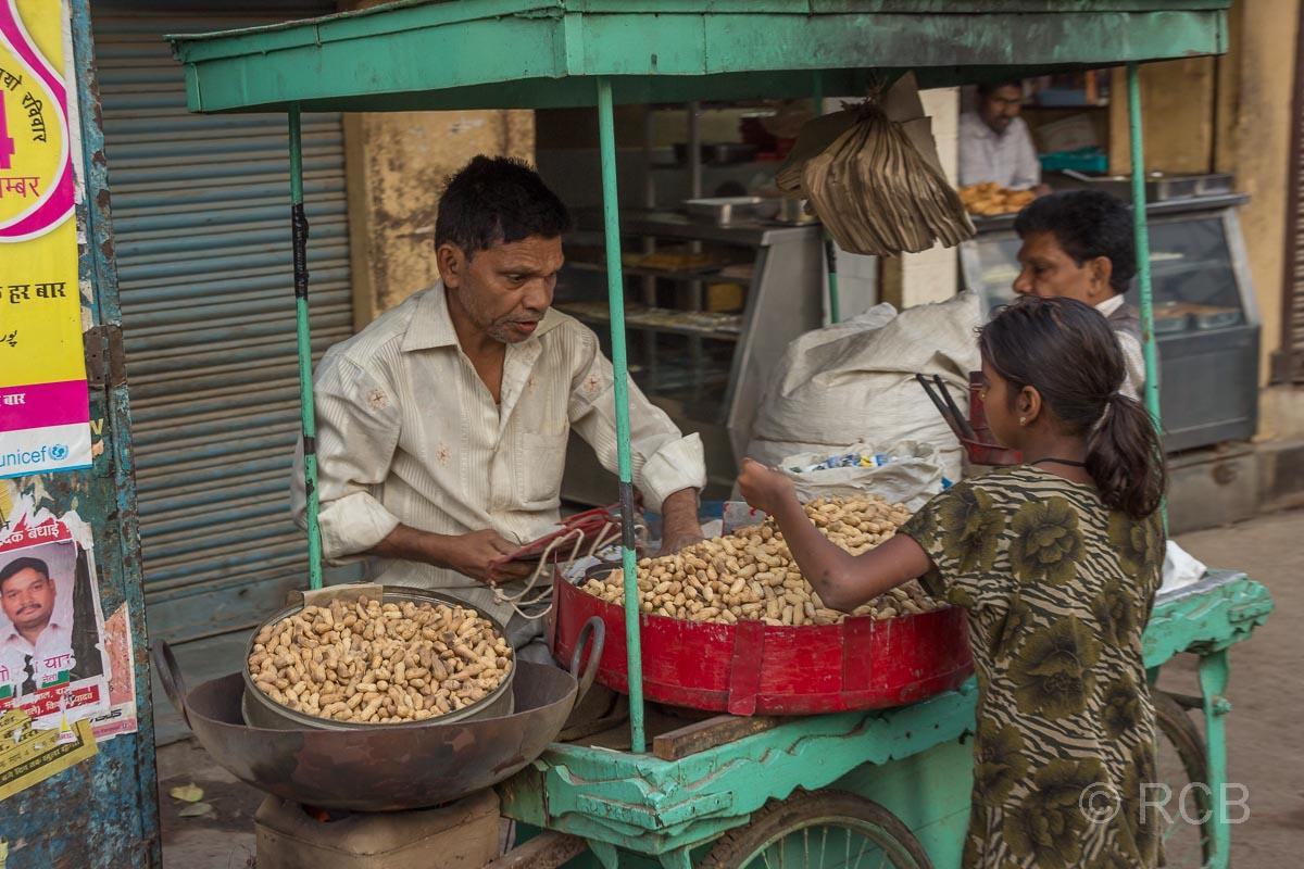 Fahrt durch Uttar Pradesh, Erdnussverkäufer