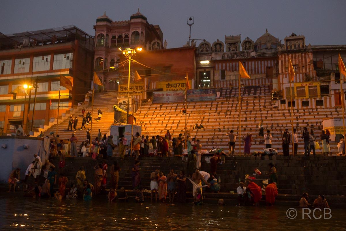 Varanasi, Sonnenaufgang an den Ghats