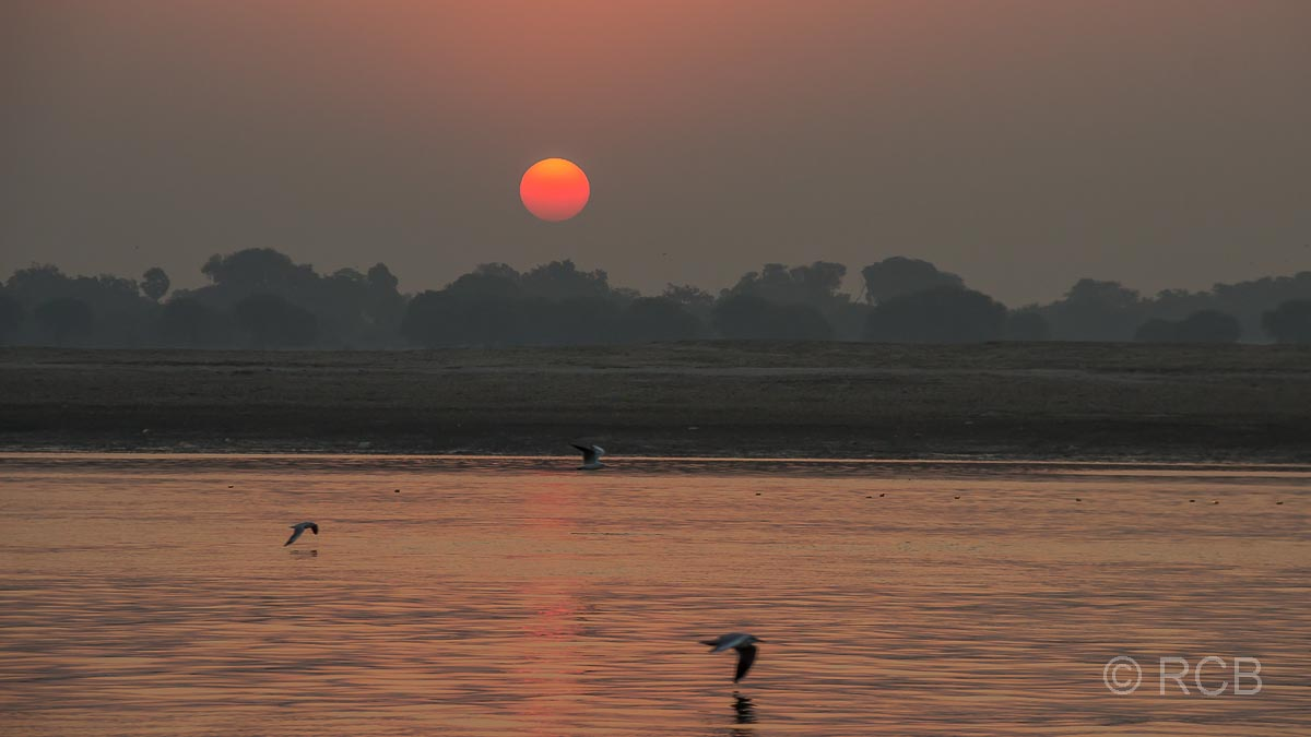 Varanasi, Sonnenaufgang über dem Ganges