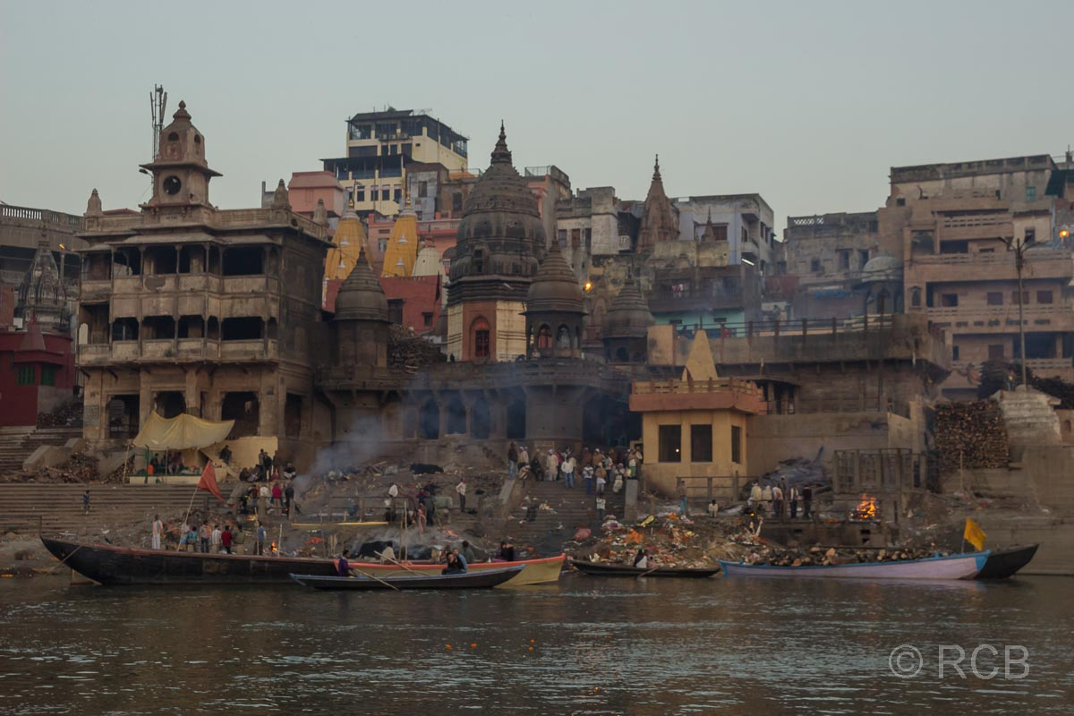 Varanasi, frühmorgens am Manikarnika-Ghat