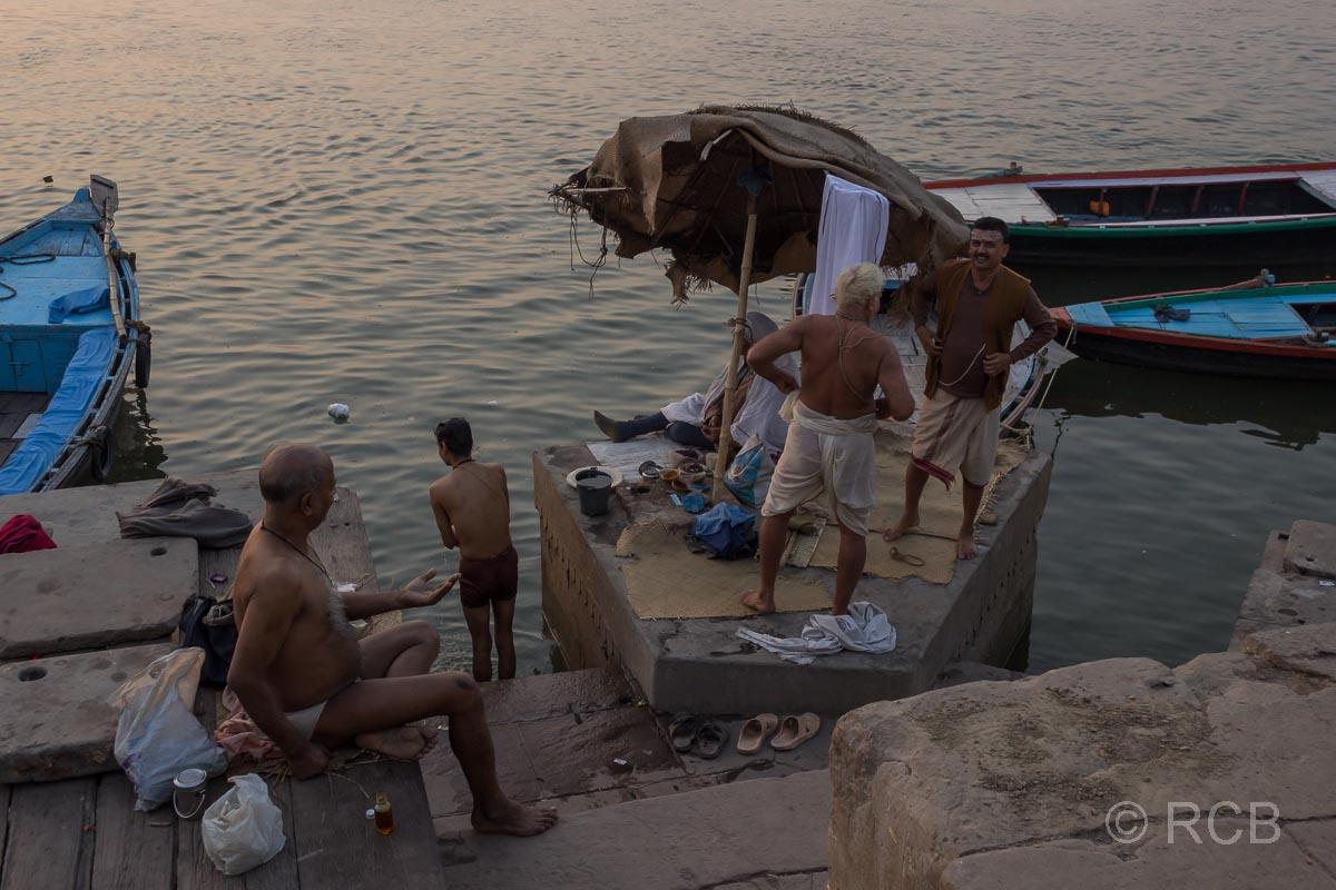 Varanasi, frühmorgens an den Ghats